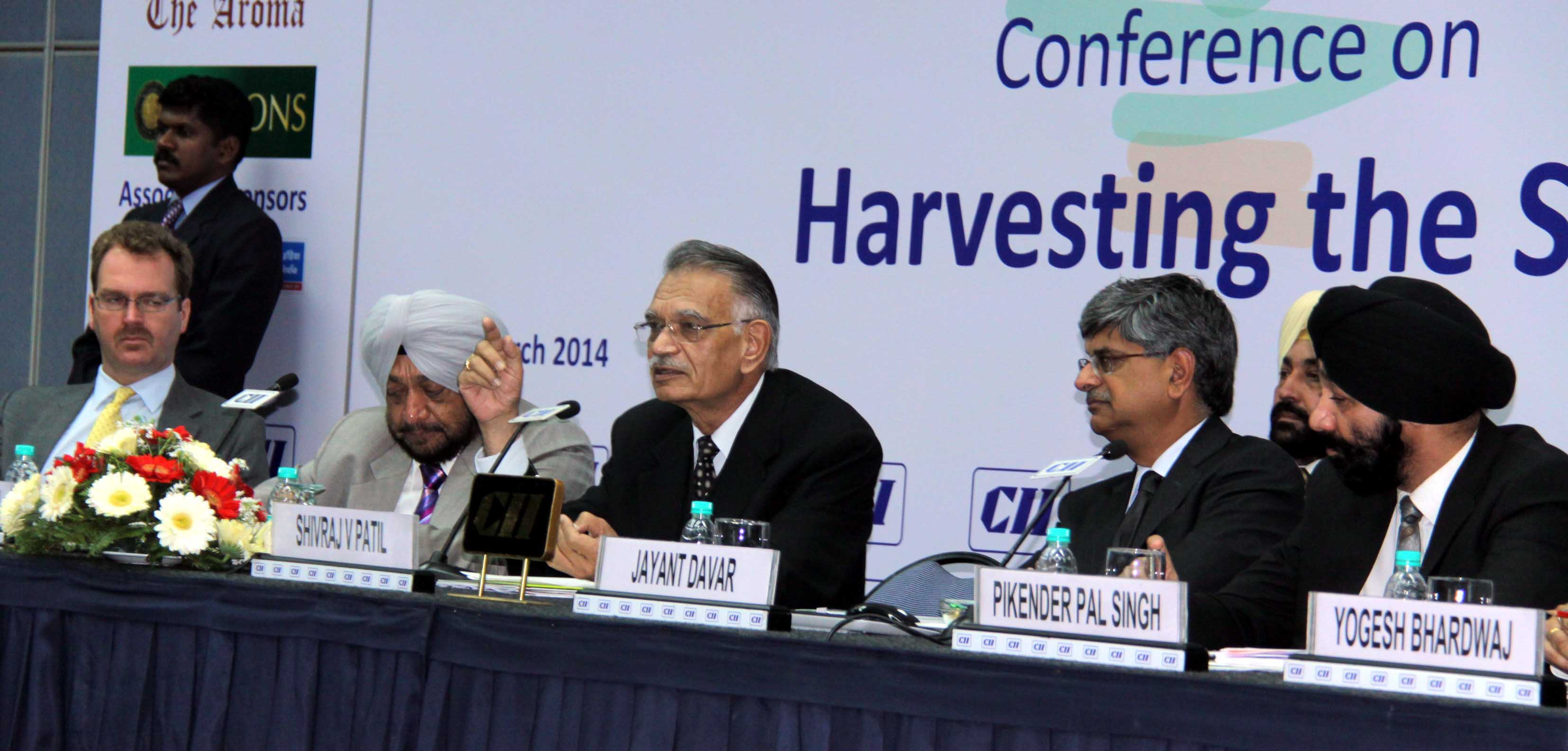 The Punjab Governor and Administrator, Union Territory, Chandigarh, Mr. Shivraj V. Patil speaking in a Conference on  Harvesting the Sun organised by CII, Chandigarh on 06.03.2014.