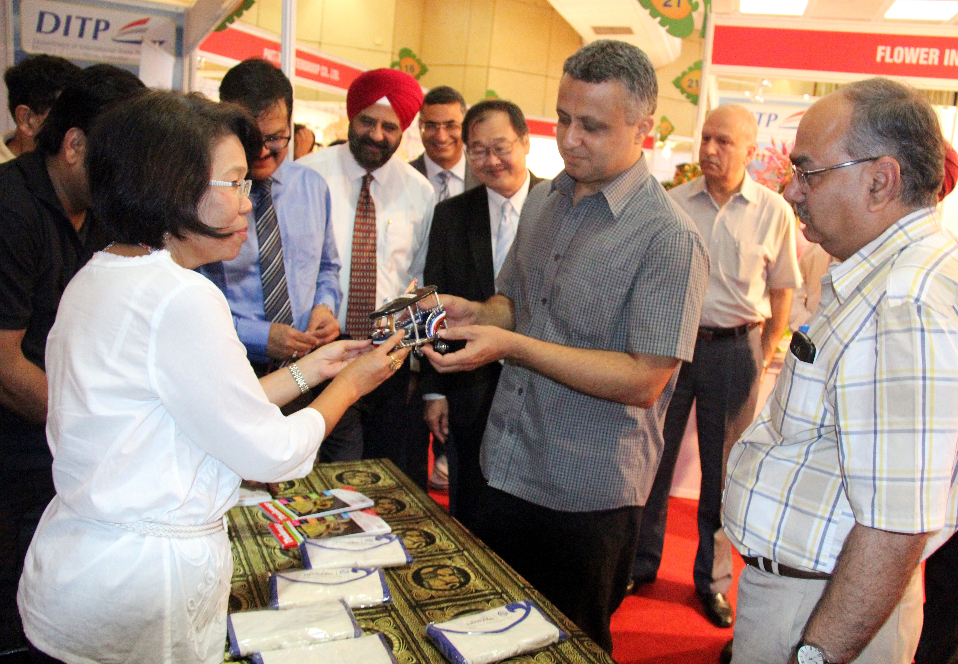 UT Finance Secretary, Mr. Sarvjit Singh taking a round of the THAILAND TRADE SHOW-2014 at Himachal Bhawan, Sector-28, Chandigarh on Wednesday, September 17, 2014.