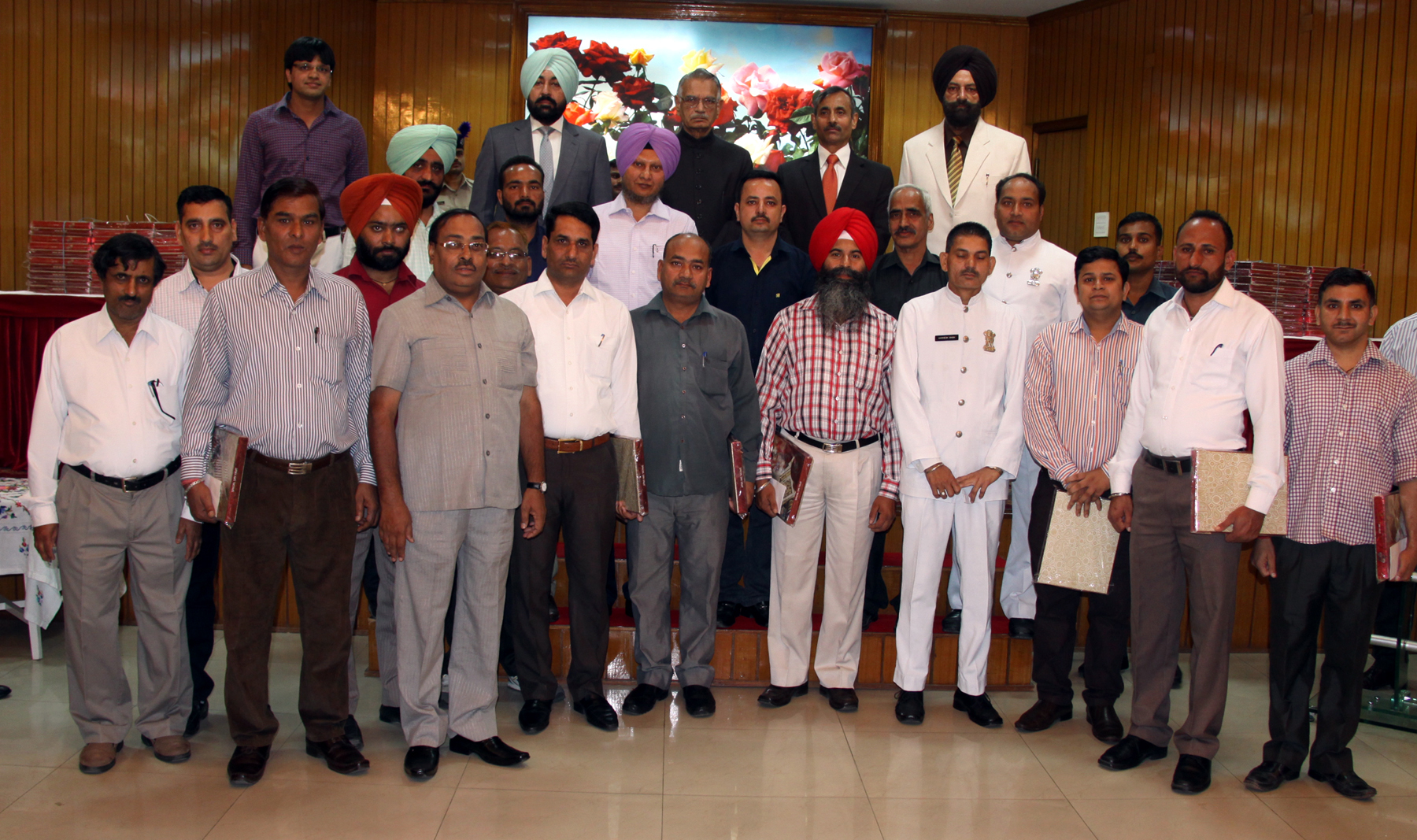 The Punjab Governor and Administrator, U.T., Chandigarh, Mr. Shivraj V. Patil posing with staff after distributing sweets on the occasion of Diwali at  Punjab Raj Bhavan on 22.10.2014.