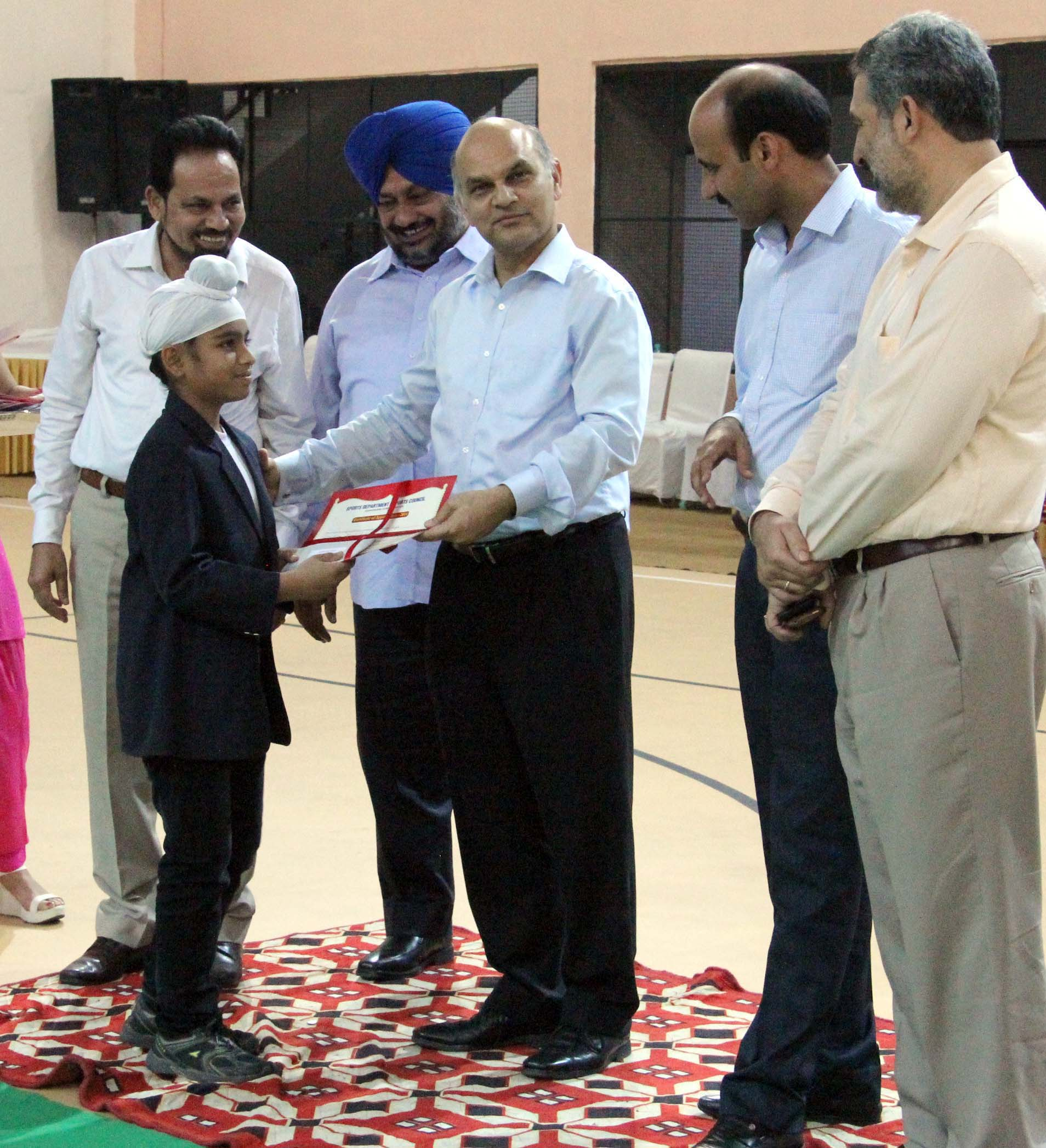 The Adviser to the Administrator, UT, Chandigarh, Mr. K.K. Sharma honoring the outstanding sports players and coaches in the Cash Awards ceremony at Sports Complex, Sector-42, Chandigarh on Thursday, October 30, 2014.