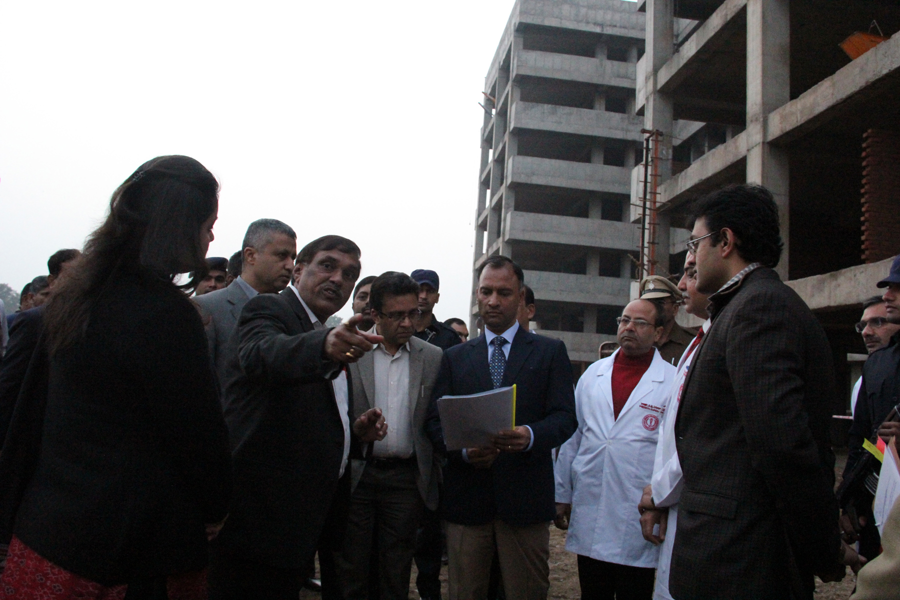 The Adviser to the Administrator, UT, Chandigarh, Mr. Vijay Dev alongwith senior officers of Chandigarh Administration visiting at GMCH, Sector-32,  Chandigarh on Tuesday, January 27, 2015.