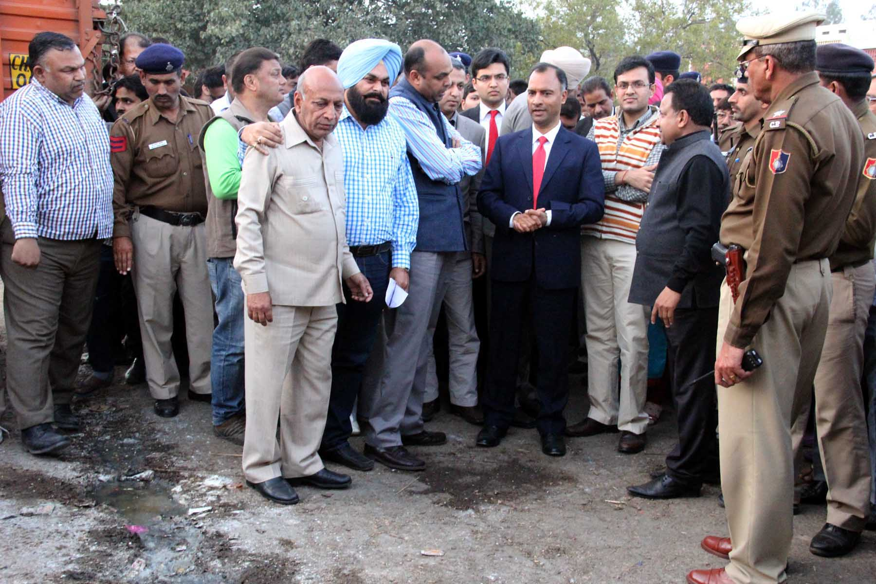 The Adviser to the Administrator, UT, Chandigarh, Mr. Vijay Dev alongwith senior officers visiting at Grain Market, Sector-26, Chandigarh on Friday, February 27, 2015.