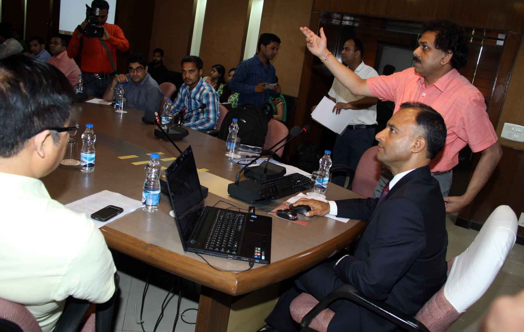 The Adviser to the Administrator, UT, Chandigarh, Mr. Vijay Dev launching the Women Employment Web-Portal www.mahilarozgar.com at UT State Guest House, Chandigarh on Tuesday, March 31, 2015.