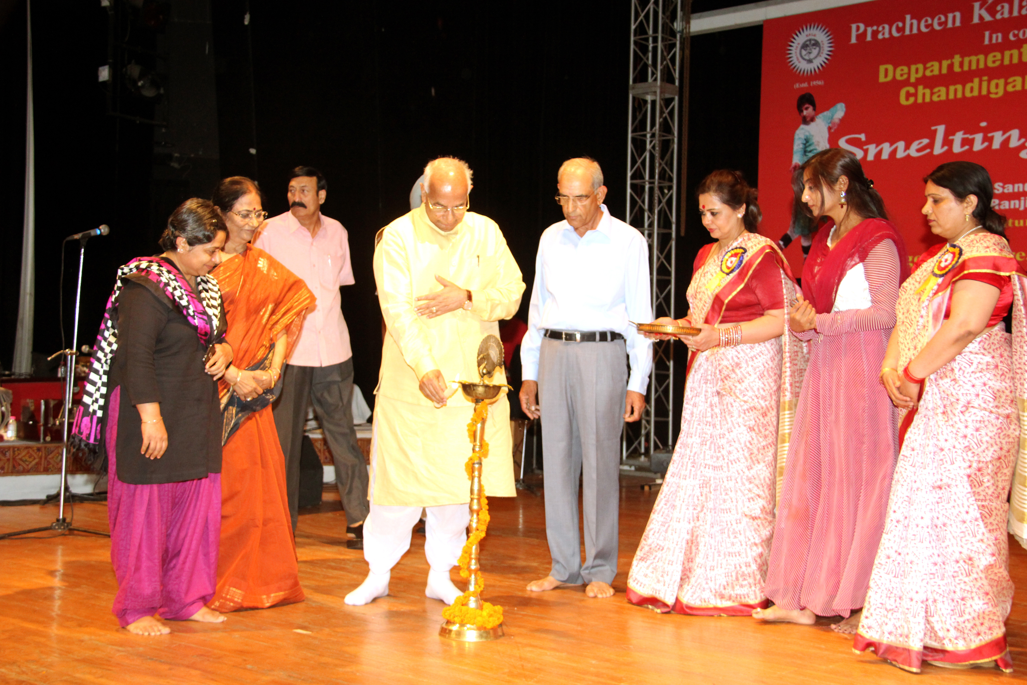 THE GOVERNOR OF HARYANA, PUNJAB AND ADMINISTRATOR, UT CHANDIGARH, PROF. KAPTAN SINGH SOLANKI LIGHTING THE LAMP TO MARK THE INAUGURATION OF MUSICAL NIGHT ORGANISED BY PRACHEEN KALA KENDRA AT TAGORE THEATRE ON 27.06.2015.