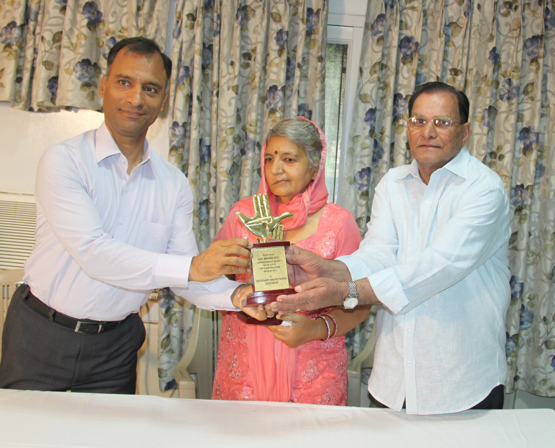 The Adviser to the Administrator, UT, Chandigarh, Mr. Vijay Dev presenting memento to Smt. Bramhi Devi, Supdt. and Sh. Amar Nath, Gate Keeper of Home Deptt. Chandigarh Administration on their retirement farewell party at UT Secretariat, Chandigarh on Tuesday, June 30, 2015.