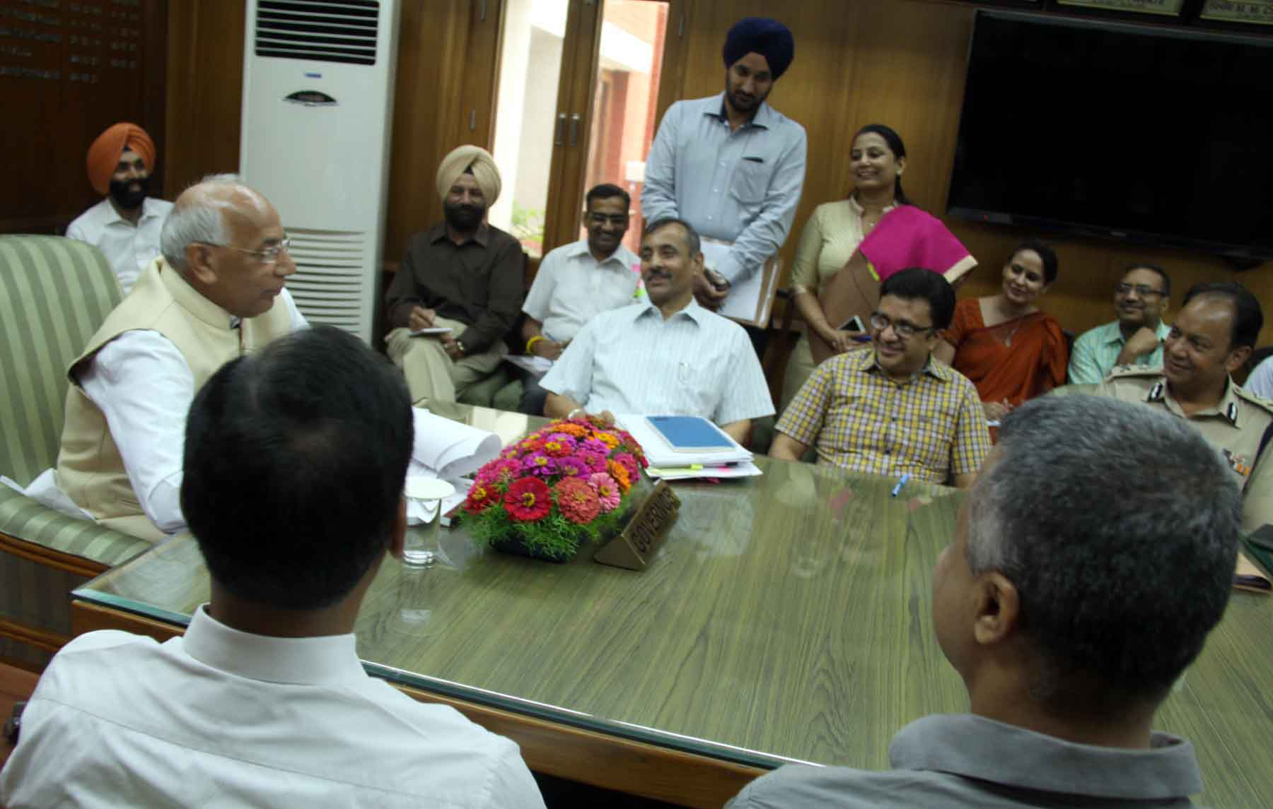 The Governor of Haryana, Punjab  and Administrator, Union Territory, Chandigarh, Prof. Kaptan Singh Solanki, reviewing the arrangements regarding the visit of Prime Minister of India on September11,in a high level meeting of Administrative Secretaries and Heads of All Departments of UT Administration Chandigarh,held in Punjab Raj Bhawan on 1-09- 2015.