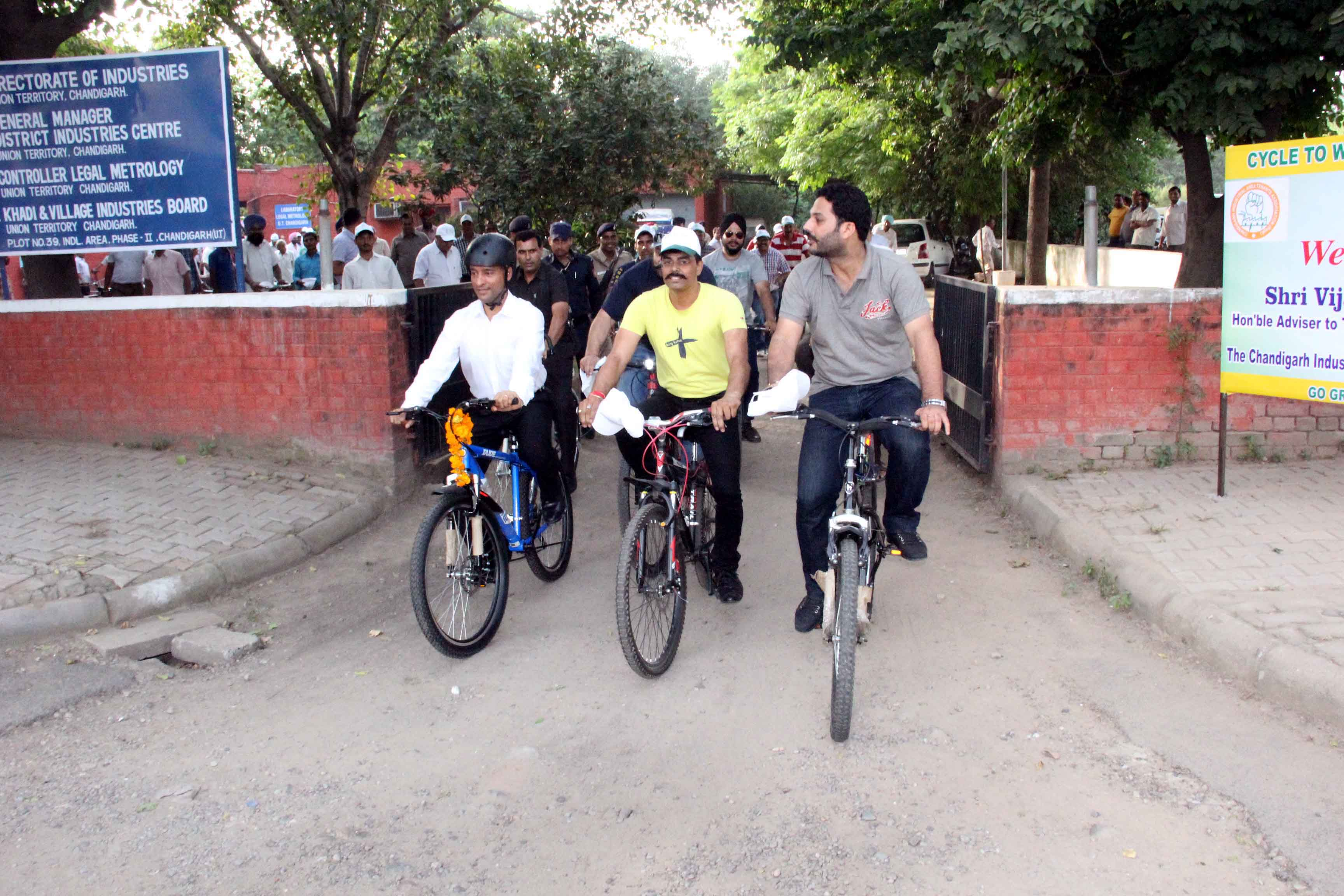 The Adviser to the Administrator, UT, Chandigarh, Mr. Vijay Dev participating the  Cycle to work save Environment Rally organised  by Go green cycling club at Industrial Area, Phase-II, Chandigarh on Thursday, September 03, 2015.