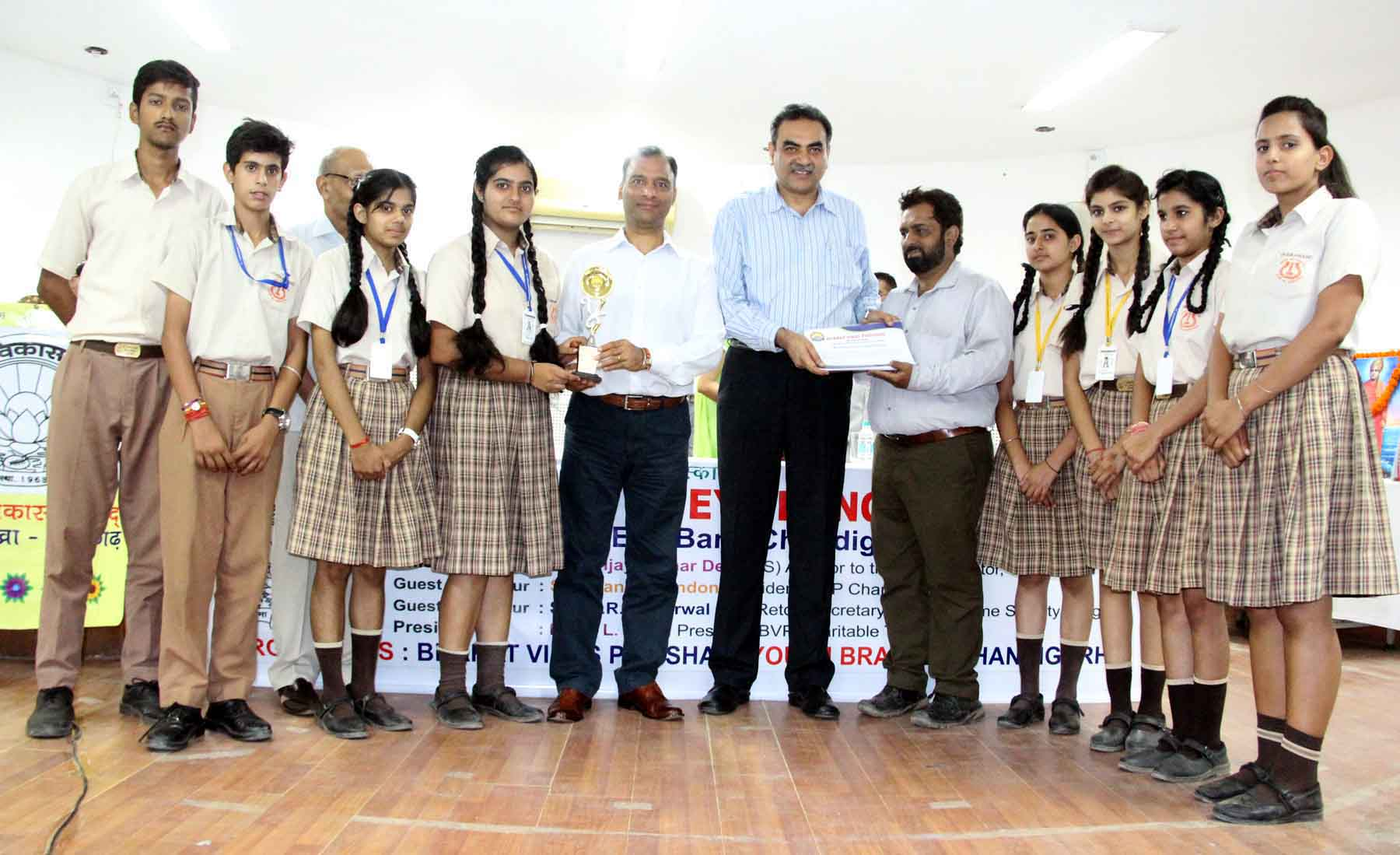 The Adviser to the Administrator, UT, Chandigarh, Mr. Vijay Dev honouring the students who created awareness among the people for Eye Donation  at Indira Holiday Home, Sector-24, Chandigarh on Friday, September 04, 2015.