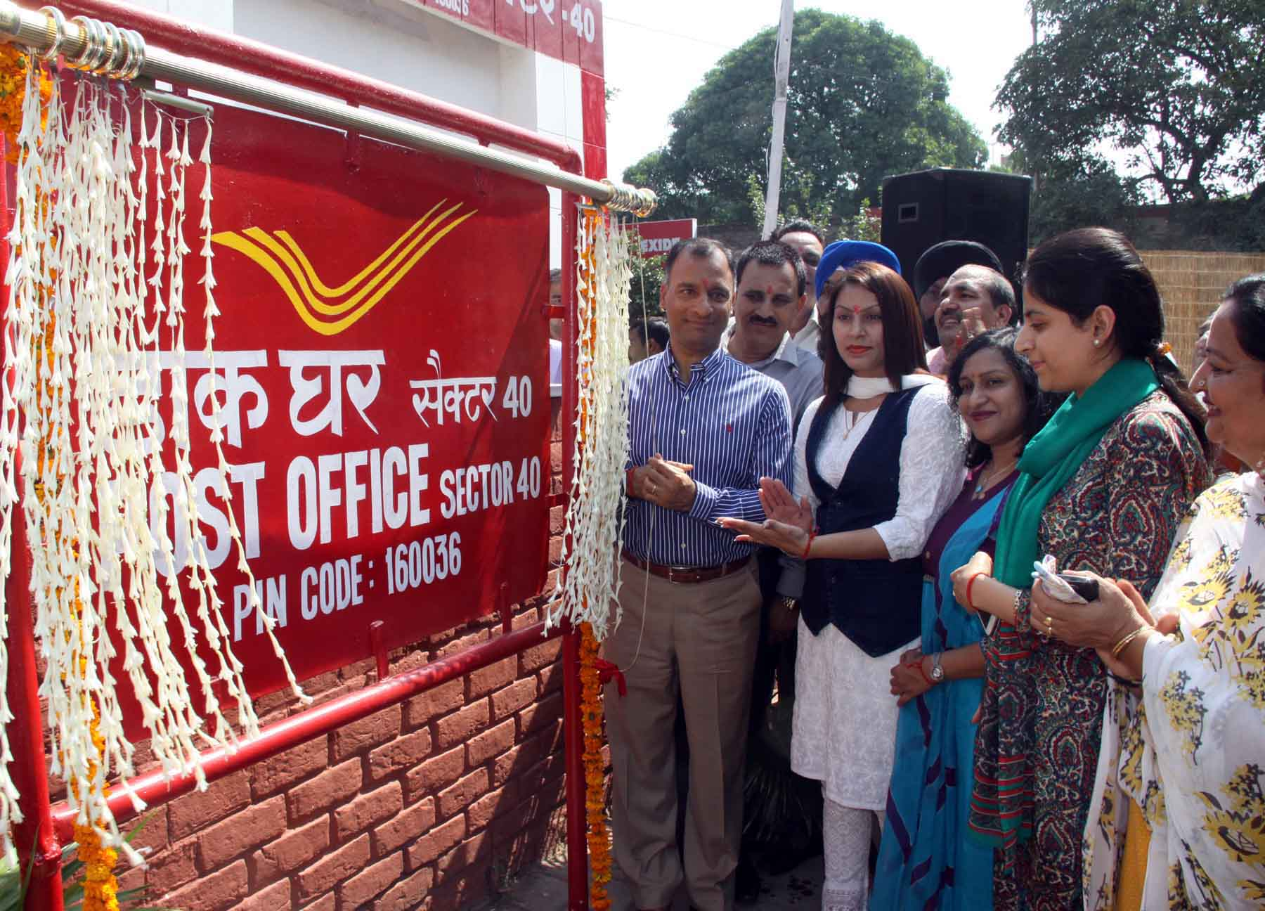 The Adviser to the Administrator, UT, Chandigarh, Mr. Vijay Dev inaugurating the Post Office at Sector-40, Chandigarh on Monday, October 05, 2015.
