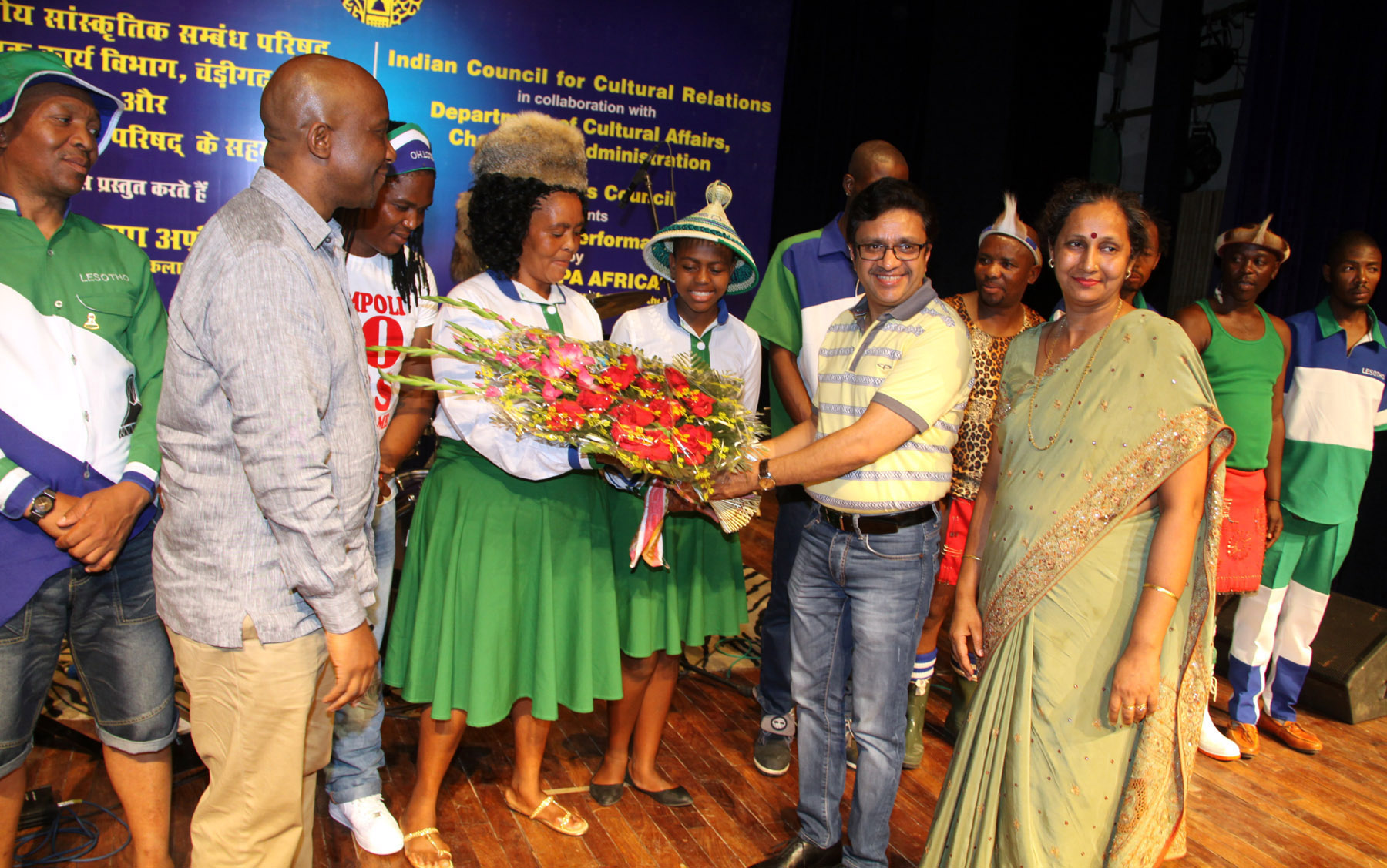 UT Home Secretary, Mr. Anurag Agarwal honouring the artists at the inauguration of a cultural performance by �LIKAKAPA AFRICA� (Music & Dance Group from Lesotho) at Punjab Kala Bhawan, Sector-16, Chandigarh on Saturday, May 28, 2016.