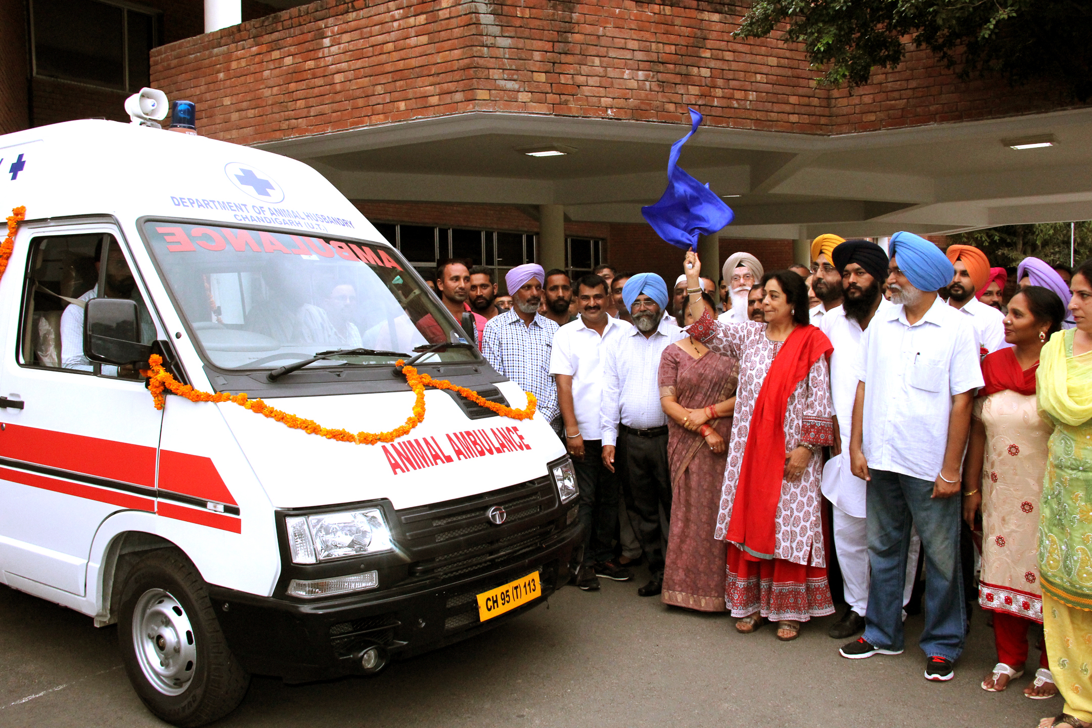 Smt. Kirron Kher, Member of Parliament, Chandigarh Flag off Animal Ambulance alongwith senior officers Chandigarh Administration  at U.T. Guest House,Sector 6, Chandigarh on Saturday, August 27, 2016.