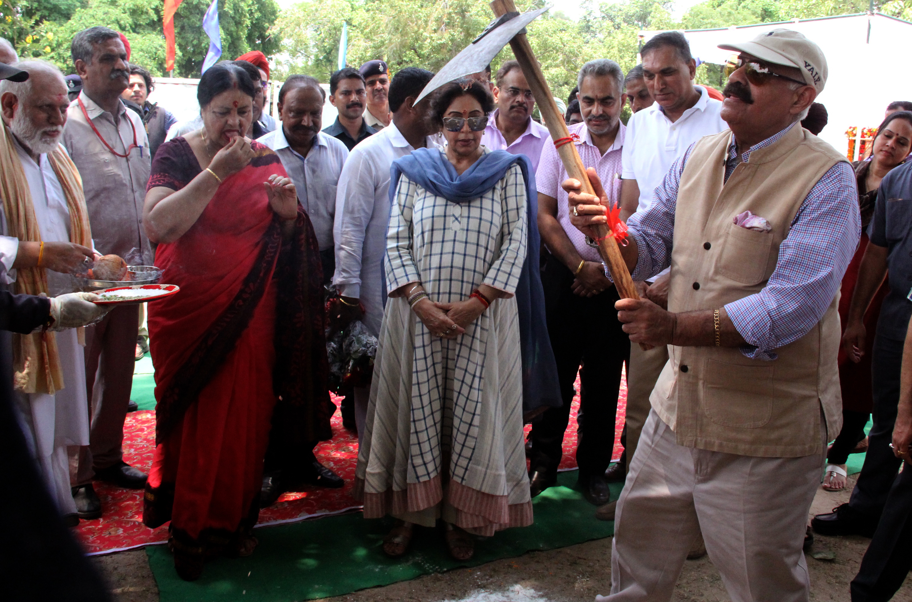 The Governor of Punjab and  Administrator, UT, Chandigarh Shri V.P. Singh Badnore alongwith Smt. Kirron Kher, Member of  Parliament Chandigarh,Laying Foundation Stone Revitalisation of proposed Urban Park behind Neelam Cinema Sector17 Chandigarh, on Sunday, June 25, 2017.