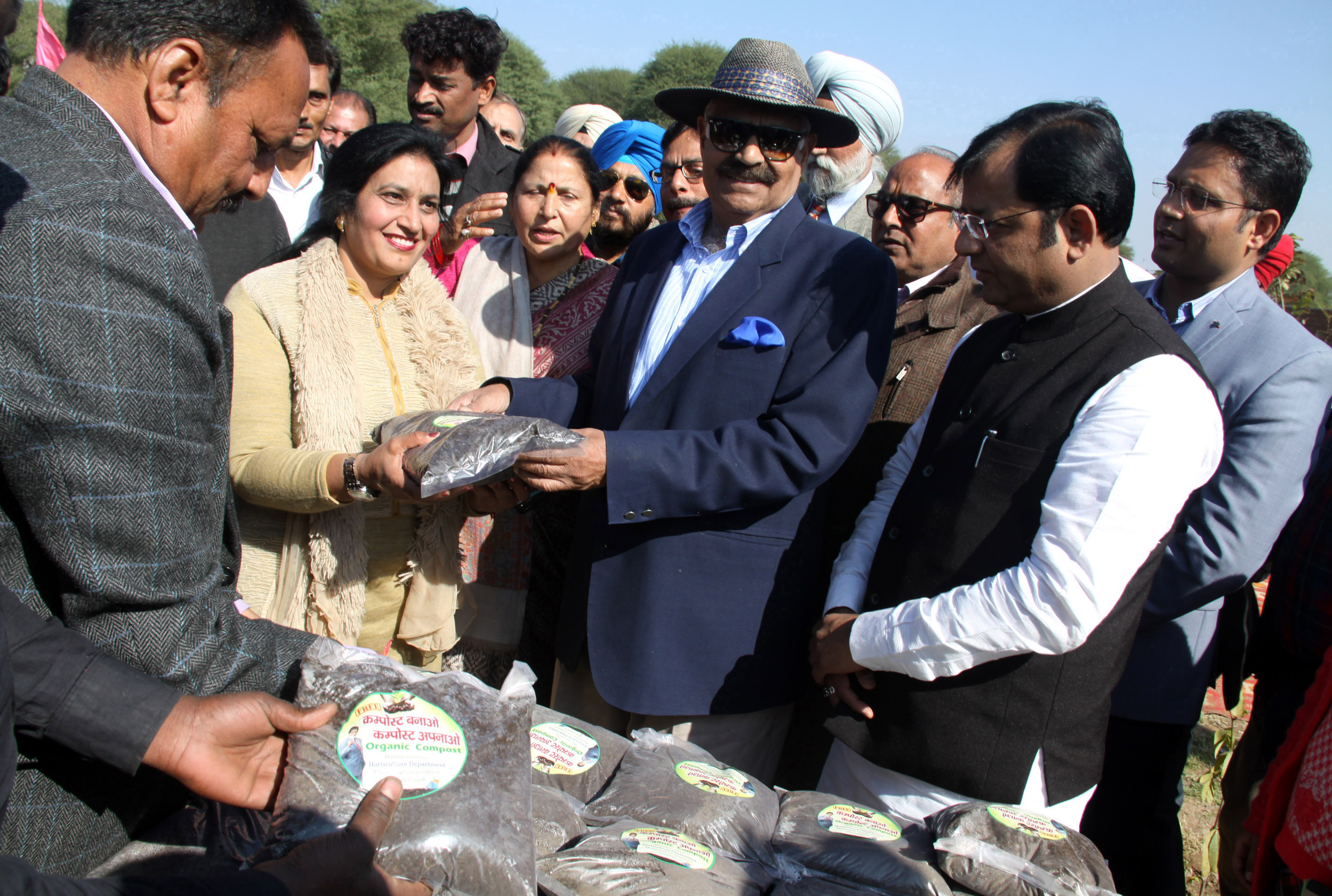The Governor of Punjab and Administrator, UT, Chandigarh, Shri V.P. Singh Badnore distributing compost to the peoples at Green Belt, Sector-50, Chandigarh on Friday, January 19, 2018.