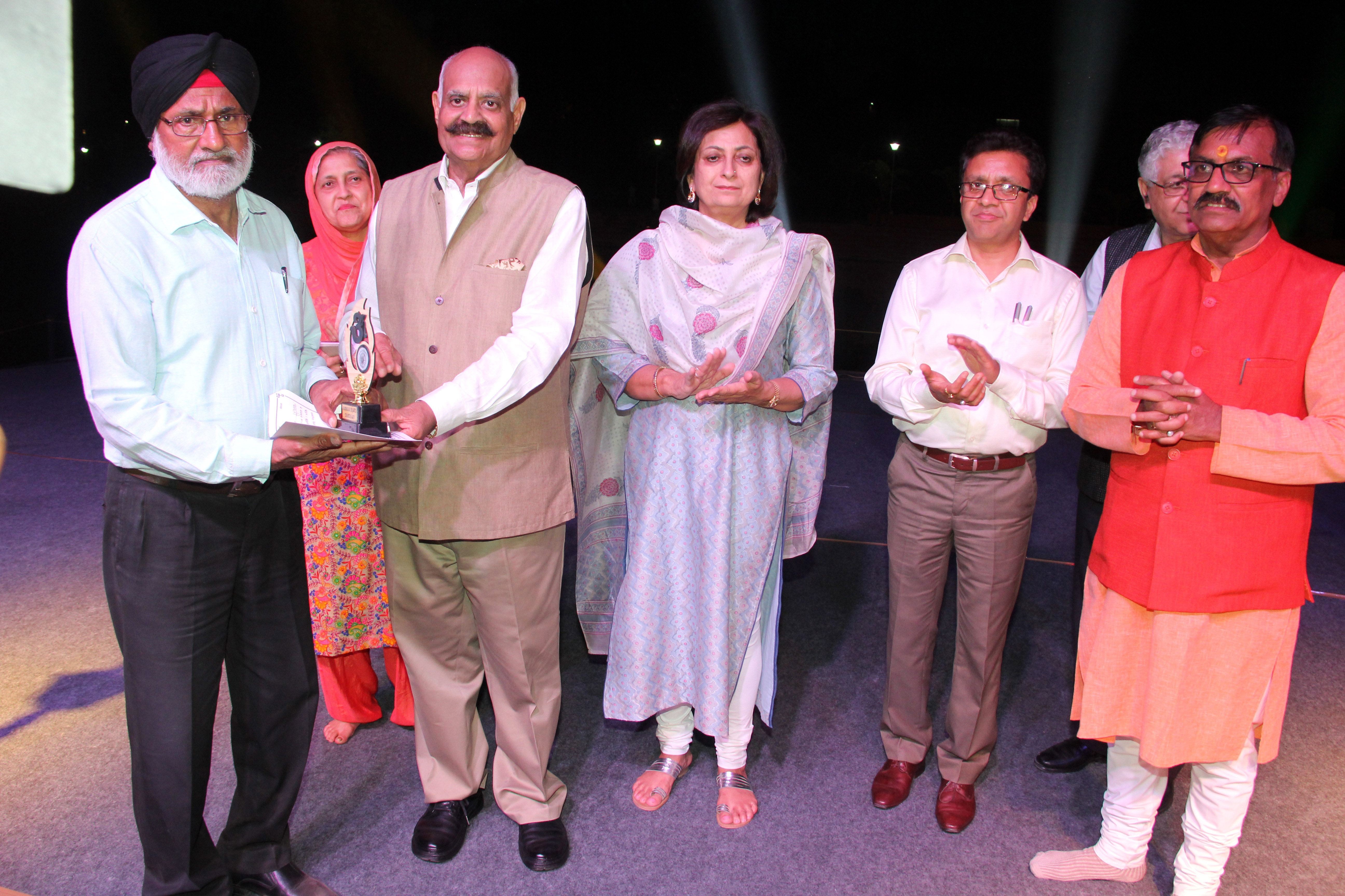 """The Governor of Punjab and Administrator, UT, Chandigarh, Shri V.P. Singh Badnore honouring to the Painting WorkShop  artists at the  """"OCTAVE-2018"""" Festival of the North East States at New Lake, Sector-42, Chandigarh on Tuesday, March 20, 2018."""